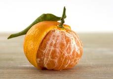 Pojedyncza pomarańczowa mandarynka Zdjęcia Stock