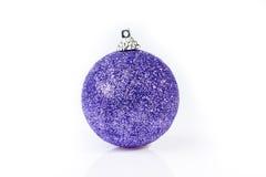 Pojedyncza purpura ornamentu sfera Zdjęcie Stock