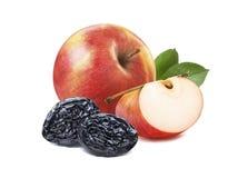 Pojedyncze czerwone jabłczane i suche śliwki odizolowywać na bielu Obrazy Royalty Free