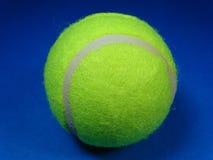 Pojedyncze tenisowe piłki Obraz Royalty Free