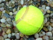 Pojedyncze tenisowe piłki Fotografia Stock