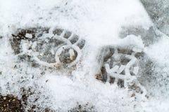 Pojedynczy chrupiący buta druk w cienkim białym śniegu Zdjęcia Royalty Free