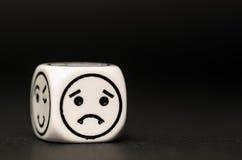 Pojedynczy emoticon kostka do gry z smutnym wyrażeniowym nakreśleniem Zdjęcie Royalty Free