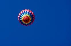 Pojedynczy gorące powietrze balon Zdjęcia Royalty Free