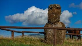 Pojedynczy moai, chmury i konia czasu up?yw, zbiory
