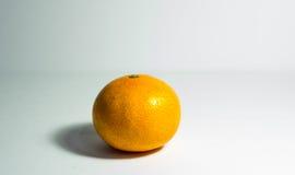Pojedynczy pomarańczowy odosobnienie Zdjęcia Royalty Free