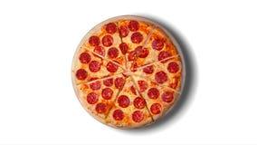 Pojedynczy wizerunek pepperoni pizza na białym tle Tła wideo zbiory wideo
