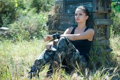 pojedynczy wojskowy dziewczyna white Zdjęcia Royalty Free