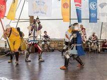 Pojedynek między rycerzami - uczestnicy festiwalu ` rycerze Jerozolimski ` w Jerozolima, Izrael Zdjęcie Stock
