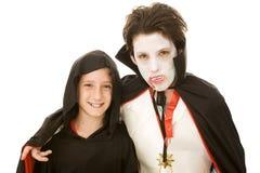 pojkar kostymerade halloween ungar Arkivfoton