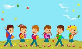Pojkar och flickan går till skolan Royaltyfria Bilder