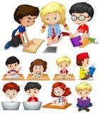 Pojkar och flickor som läser och studerar royaltyfri illustrationer