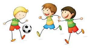 Pojkar som leker fotboll Royaltyfri Bild