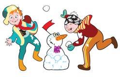 Pojkar som leker med, kastar snöboll Royaltyfria Foton
