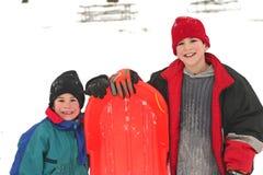 pojkar som sledding Royaltyfria Bilder