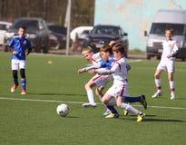 Pojkar som spelar fotboll Royaltyfri Bild