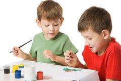 pojkar tecknar två royaltyfri bild