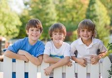 pojkar tre Arkivbild