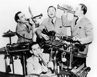 Pojkarna i musikbandet (alla visade personer inte är längre uppehälle, och inget gods finns Leverantörgarantier att det ska finna royaltyfri fotografi