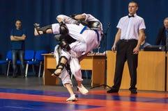 Pojkarna konkurrerar i Kobudoen, Orenburg, Ryssland Fotografering för Bildbyråer
