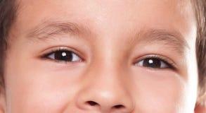 pojkeögon arkivfoto