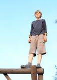 Pojke överst Arkivbild