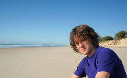 pojke för 2 strand arkivbild