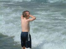 pojke för 2 strand royaltyfria bilder