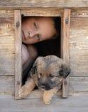 pojke hans husdjur Arkivbild