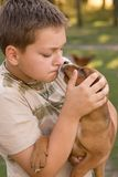 pojke hans husdjur Arkivfoto