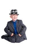 pojke hans sitta för knä Fotografering för Bildbyråer