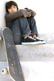 pojke hans skateboard Fotografering för Bildbyråer