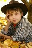 Pojke i cowboyhatt   royaltyfri foto