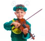 Pojke i en dräkt av gräshoppan Arkivfoton