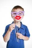 Pojke i en enfaldig förklädnad Arkivbilder