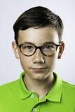 Pojke i exponeringsglas Arkivfoton