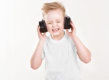Pojke i hörlurar Arkivfoton