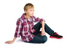 Pojke i jeans och rutig skjorta royaltyfri foto
