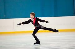 Pojke i konståkningen, Orenburg, Ryssland Royaltyfri Fotografi