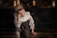 Pojke i kronan Arkivfoto