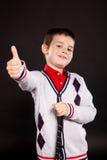 Pojke i official dresscode med en putter Royaltyfri Bild