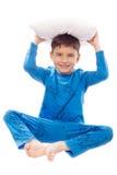 Pojke i pyjamas med en kudde Royaltyfri Fotografi