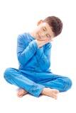 Pojke i pyjamas på vit bakgrund Royaltyfri Fotografi