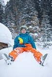 Pojke i snow Arkivfoton
