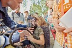 Pojke i syremaskering Fotografering för Bildbyråer