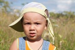 pojke little äng fotografering för bildbyråer