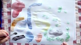 pojke little målning stock video