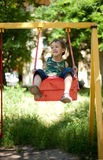 pojke little sittande swing Royaltyfri Fotografi