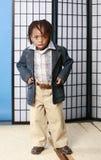 pojke little som är moderiktig fotografering för bildbyråer