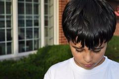 pojke little som är SAD Royaltyfri Foto